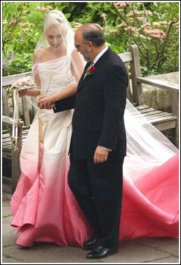 Gwen-stefani-wedding-dress