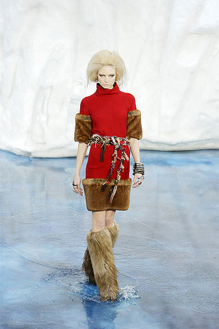 Chanel-FALL-RTW-2010-runway-019_runway